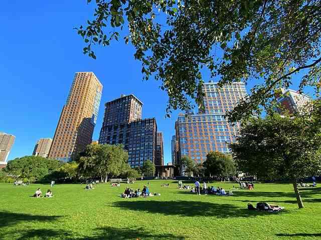 Rockefeller Park (6)
