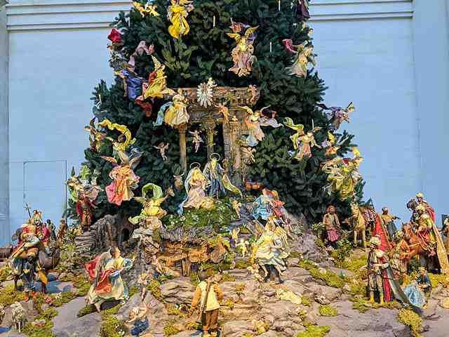 MET Christmas Tree (5)